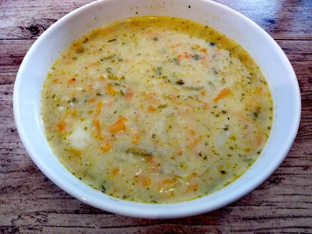zupa ogorkowa domowa zupa ze smietana ogorkowa zabielana ogorkowa na kurczaku