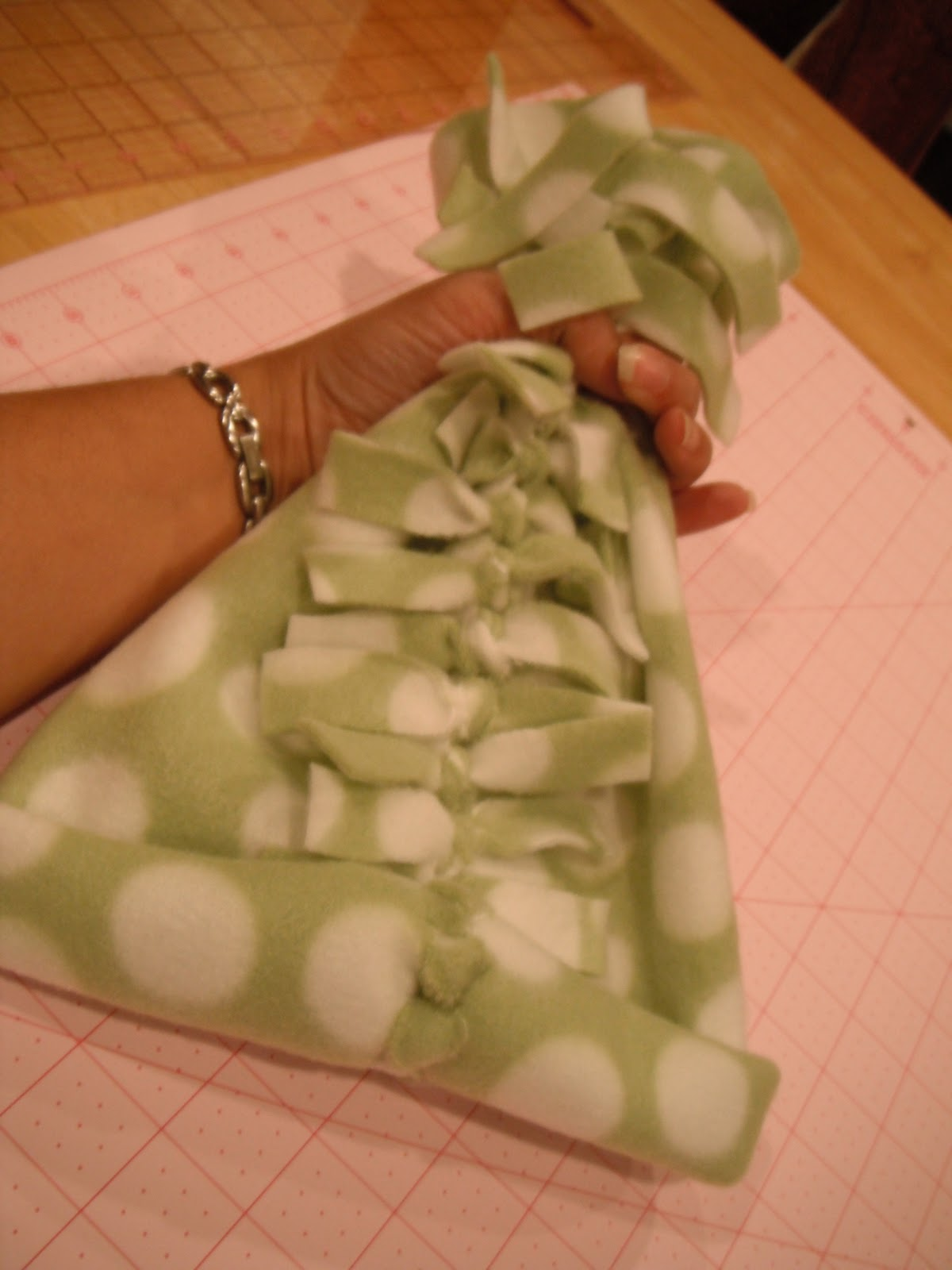 P Art Y How To Make An Easy No Sew Fleece Hat And Scarf