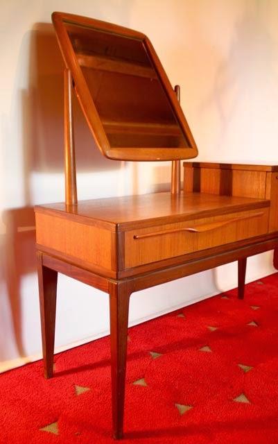 chicbaazar objets vintage 50 60 70 superbe coiffeuse scandinave 1964. Black Bedroom Furniture Sets. Home Design Ideas