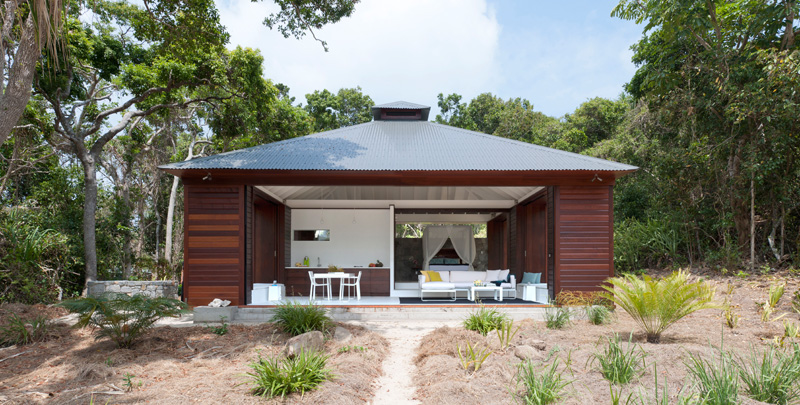 Tiny Beach Home Designs: The Little Living Blog: An Indoor/Outdoor Beach House