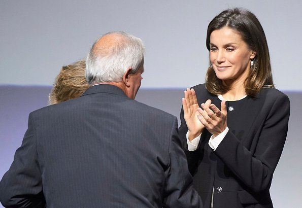 Queen Letizia wore Hugo Boss silk blouse, Caolina Herrera jacket and, Mango Prince of Wales trousers and pearl earrings