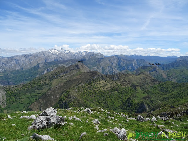 Ruta al Pierzu desde Priesca: Vista del Carriá y Peña Salón