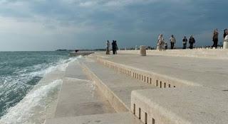 http://www.tysmagazine.com/arquitecto-croata-disena-un-organno-que-convierte-las-olas-del-mar-en-musica/