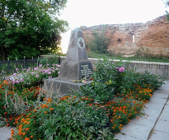 Бердичев. Крепость-монастырь. Памятник жервам фашизма. 1944 г.