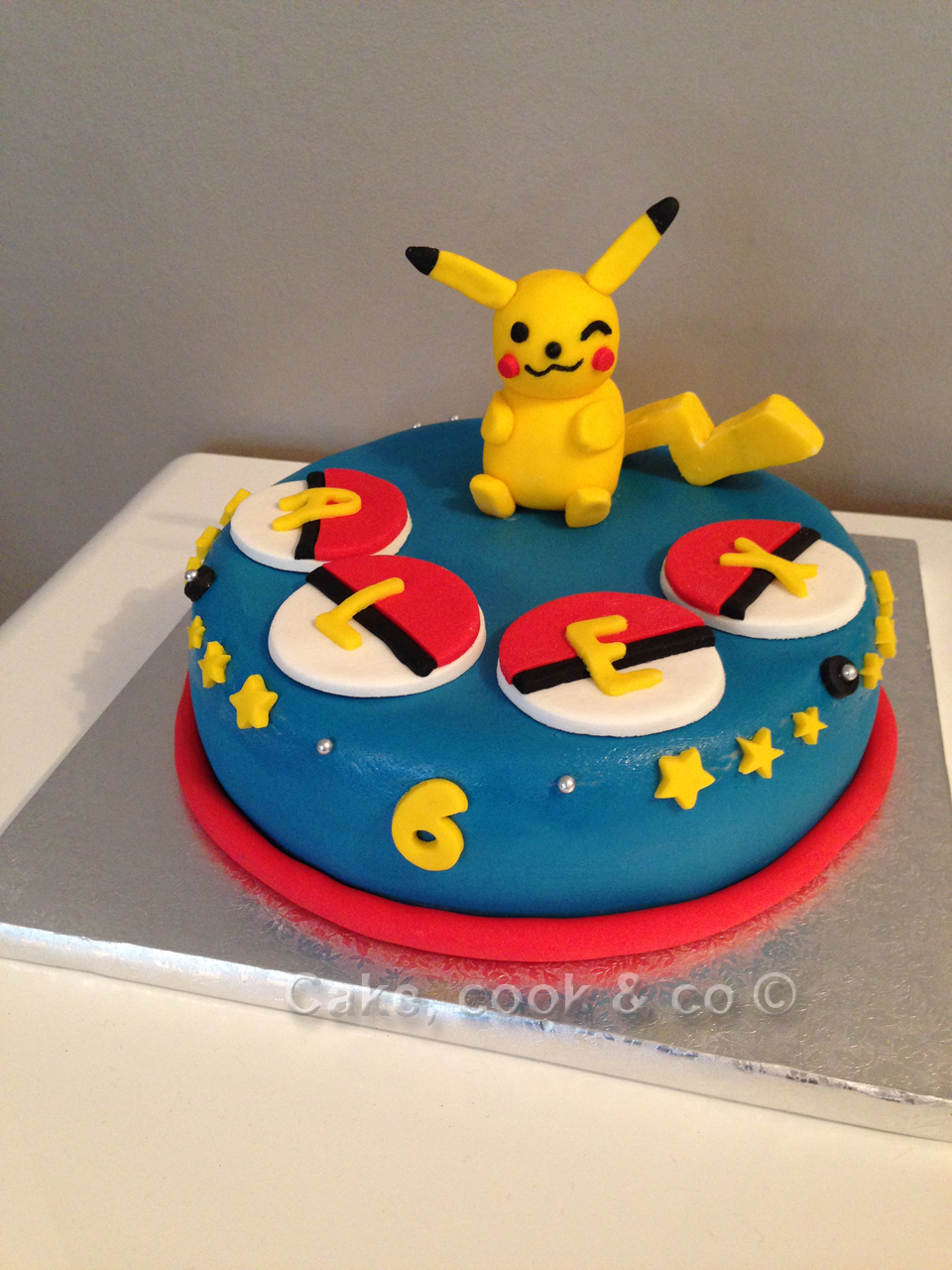 gateau pokemon en pate a sucre secrets culinaires g teaux et p tisseries blog photo. Black Bedroom Furniture Sets. Home Design Ideas