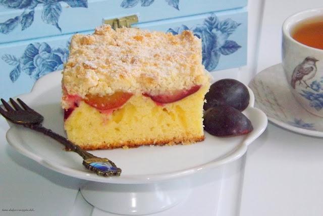 Pyszne ciasto ze śliwkami i migdałową kruszonką.