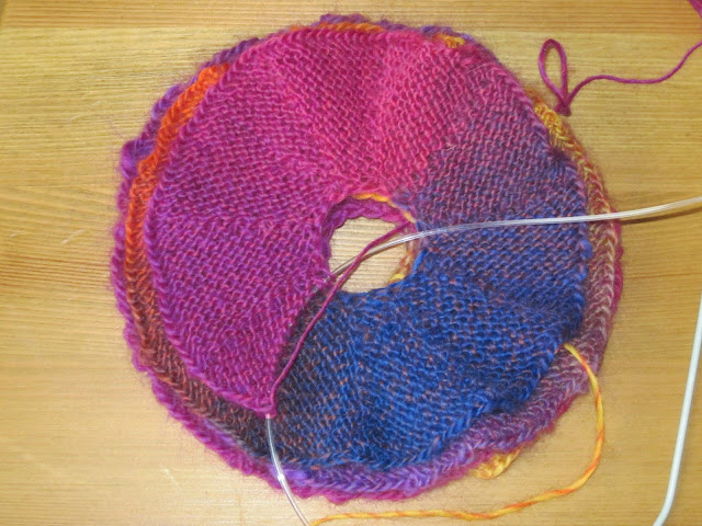 spiralny szalik na drutach