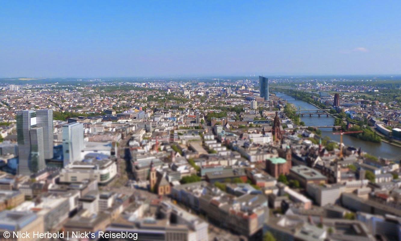 Blick über Frankfurt am Main vom Main Tower in Richtung Europäische Zentralbank
