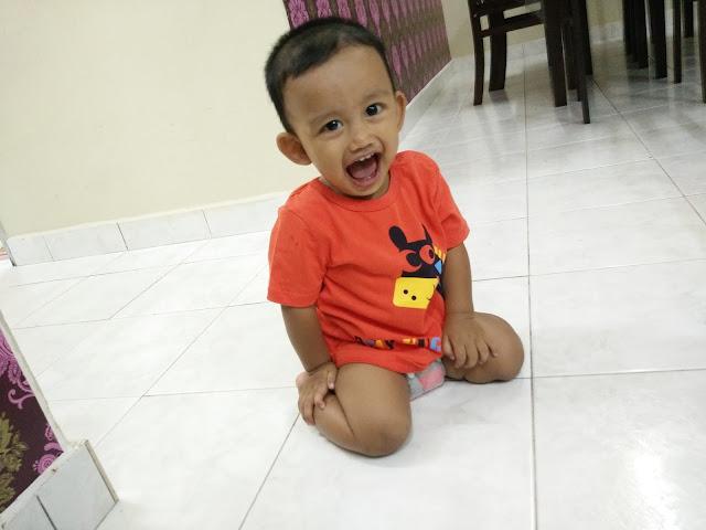 reaksi wajah Aisy bila memakai BabyLove Playpants NanoPower Plus
