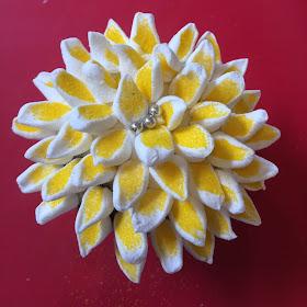 yellow and white flower cupcake