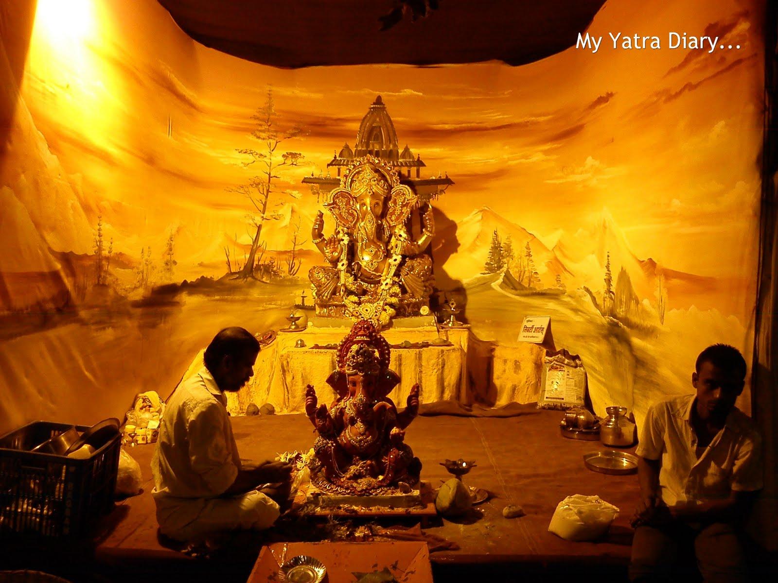 Festive colors of ganesh chaturthi ganpati pandals for Decoration job in mumbai