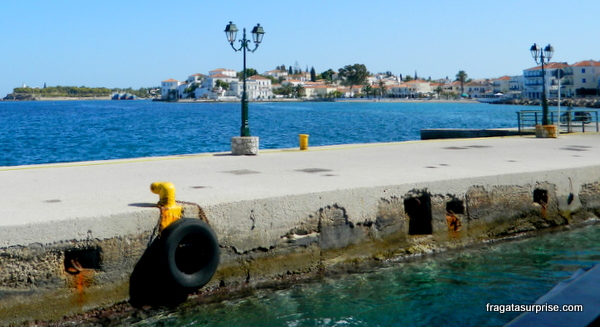 Atracadouro da ilha grega de Spétses, no Arquipélago Argo-Sarônico