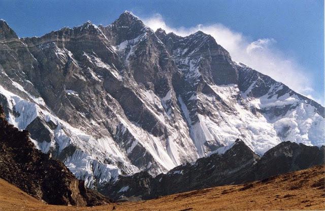 Hasil gambar untuk Gunung Lhotse