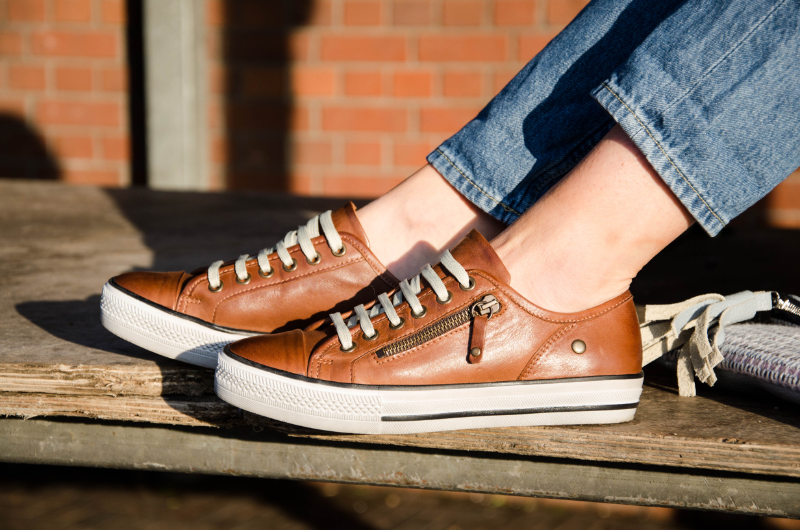 Outfit Post: Here Comes The Sun Little Darling, Ripped jeans, Brown Leather Sneakers