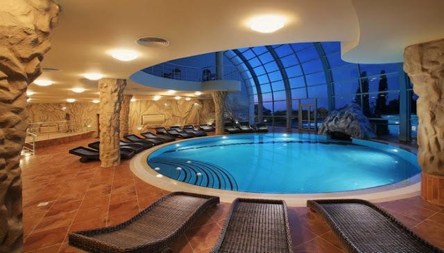 Bể bơi trong nhà rộng 400 m2 chỉ phục vụ cư dân