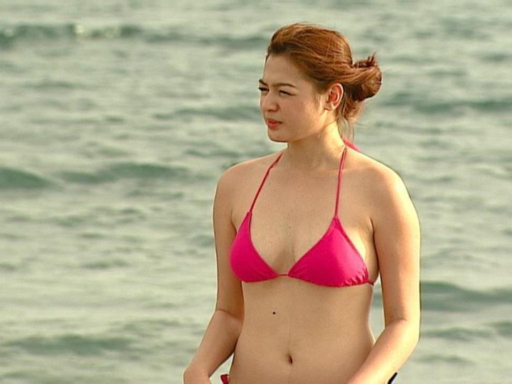 charee pineda sexy bikini pics 01