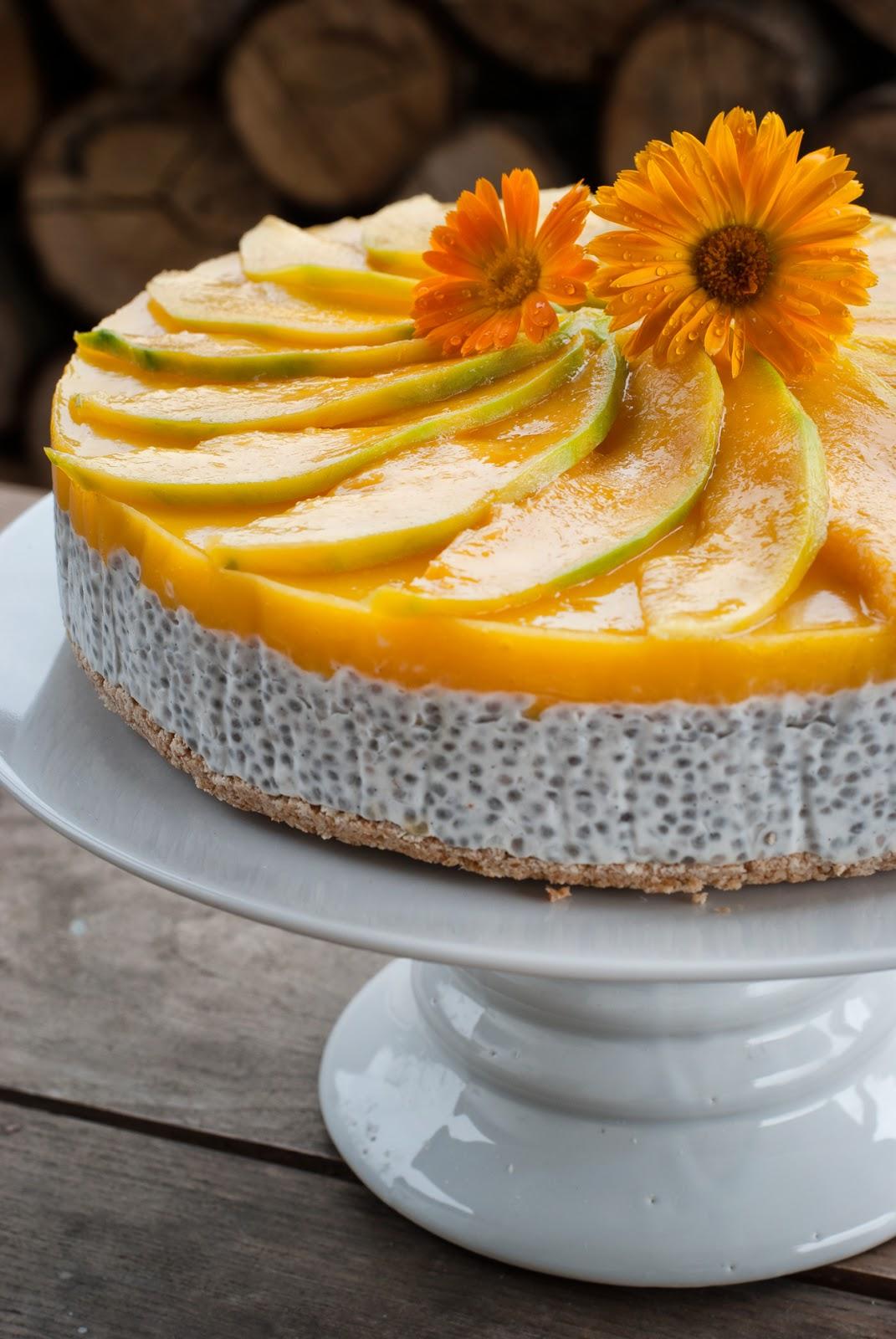 Kokosowy tort na zimno z mango i nasionami chia