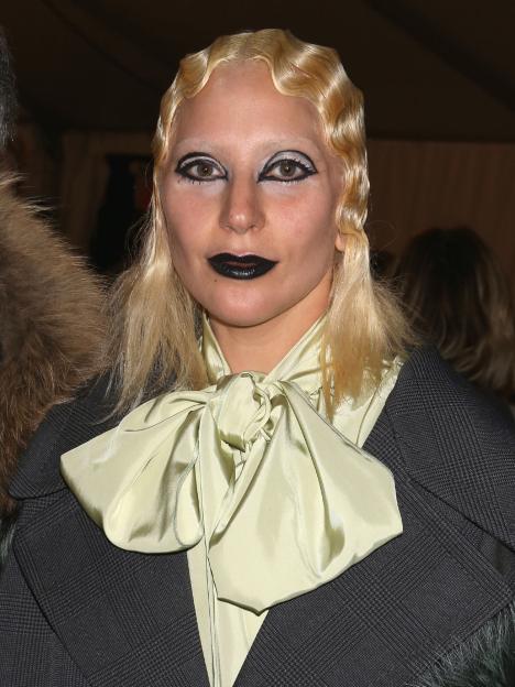 Lady gaga espanta a todos con su look de terror el hit for Espectaculos televisa recientes