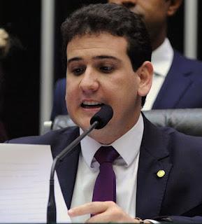 Deputado federal André Amaral é pisoteado por cavalo durante vaquejada, na PB