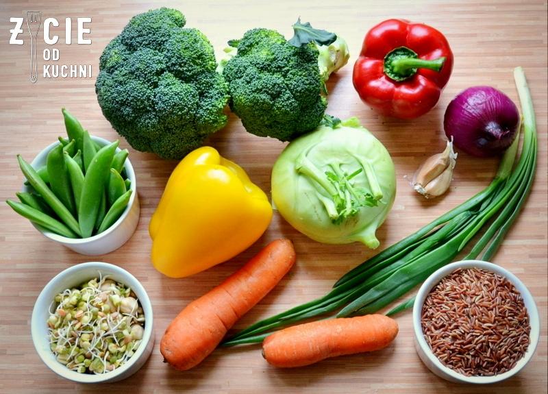 danie wegetarianskie, brokulym papryka, ryz czerwony, groszek cukrowy, bratki, marchewka, kalarepa, kiełki, smazone warzywa, warzywa na patelnie, kielkiobiad, kolacja, dodatek do grilla, salatka do dan z grilla