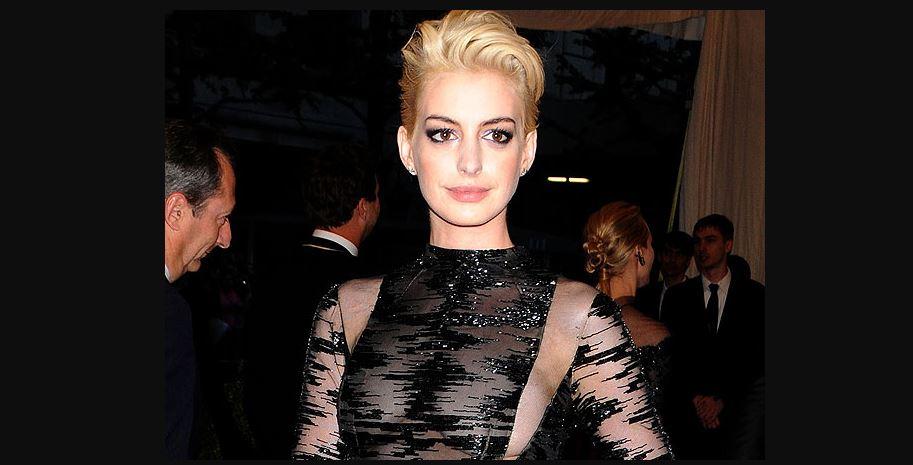 Anne Hathaway blonde