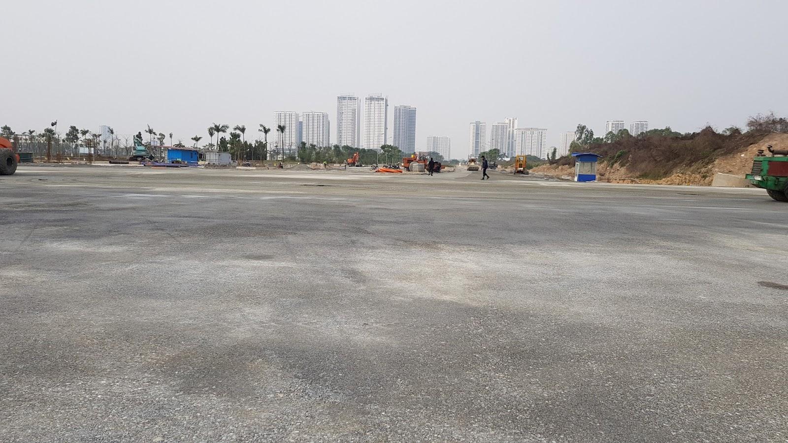 Ngã tư Nguyễn Văn Huyên và bên phải là đường 40m