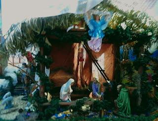 http://www.analiseagora.com/  o presépio representa a simplicidade e humildade onde Jesus nasceu para nos salvar.