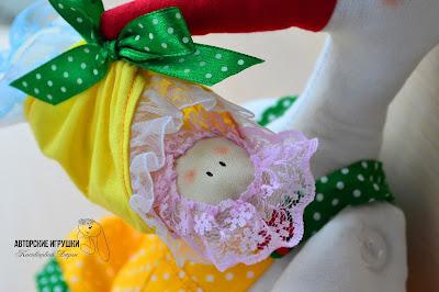 Игрушка Аист с близнятами, аист с детками близняшками, игрушка аист, игрушка аист своими руками, игрушка ручной работы аист с двойняшками, аист и малыши, игрушка на подарок новорожденным, ручная работа аист, подарок при первенце, игрушка и подарок на рождение малыша, что подарить новорожденным, подарок для семьи, какой подарок новорожденному, оригинальные подарки для новорожденных малышей.