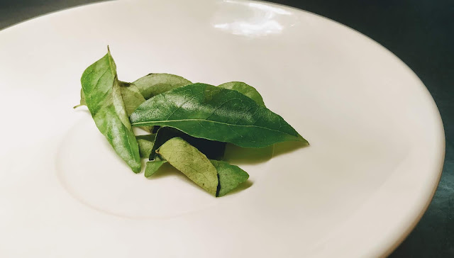 7-8 curry leaves in a plate food recipe