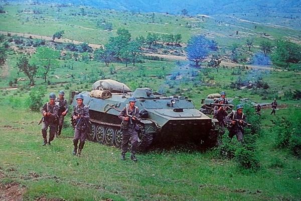 По времето на социализма в България армията ни тренираше да се бие 45 дена сама