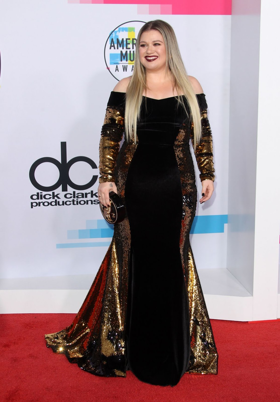 Photos of Kelly Clarkson at American Music Awards 2017 at Microsoft Theater in Los Angeles