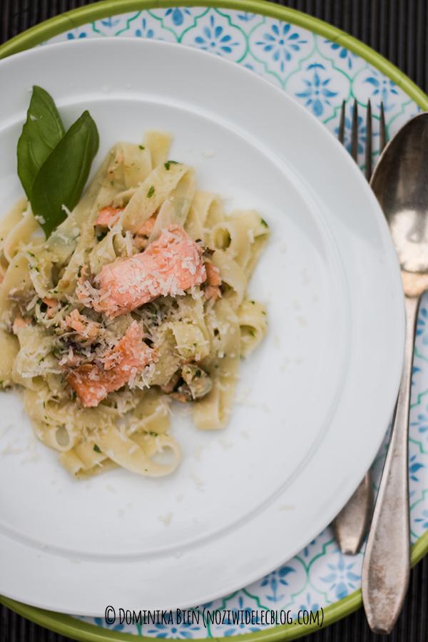 pasta, makaron, łosoś, pesto