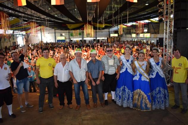"""Concurso de """"Alemão mais feio"""" foi uma das atrações da 19ª Oktoberfest (Fotos: Raquel Faliburski/ Assessoria da Oktoberfest"""