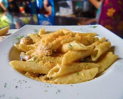pastas como parte del menu del restaurante rancho y leña