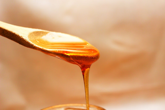 How To Reduce Pimples And Dark Spots Naturally-Honey