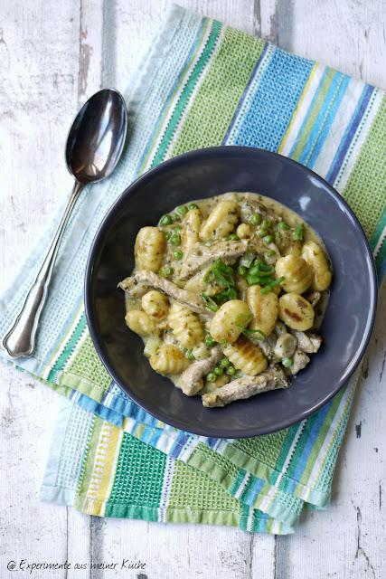 Experimente aus meiner Küche: Geschnetzeltes mit Gnocchi in Pestosahne