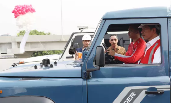 AGEN BOLA - Presiden Jokowi Uji Coba Tol Bekasi Yang Baru