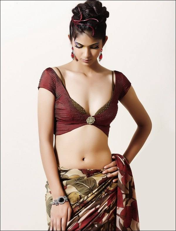 Reha hot navel show photos