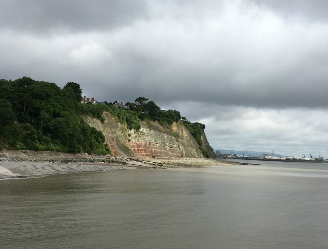 Penarth-pier-view-of-cliff