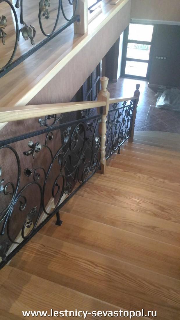 Металлический каркас под лестницу