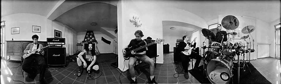 Una veduta a 360° di una rock band - Fotografia di Giorgio Jano