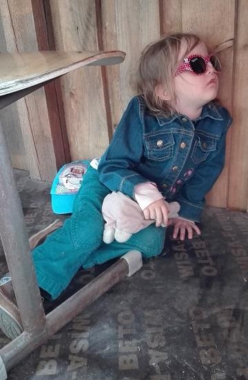väsynyt lapsi nukahtanut