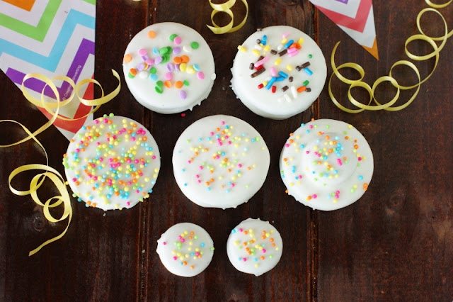 Birthday Cake Oreos ~ With a dip in white chocolate & sprinkling of bright sprinkles, Oreos are ready to party!  An easy, crowd-pleasing birthday party treat.   www.thekitchenismyplayground.com