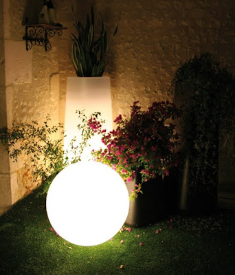 Lampara luminosa fuera de lo común en forma de luna