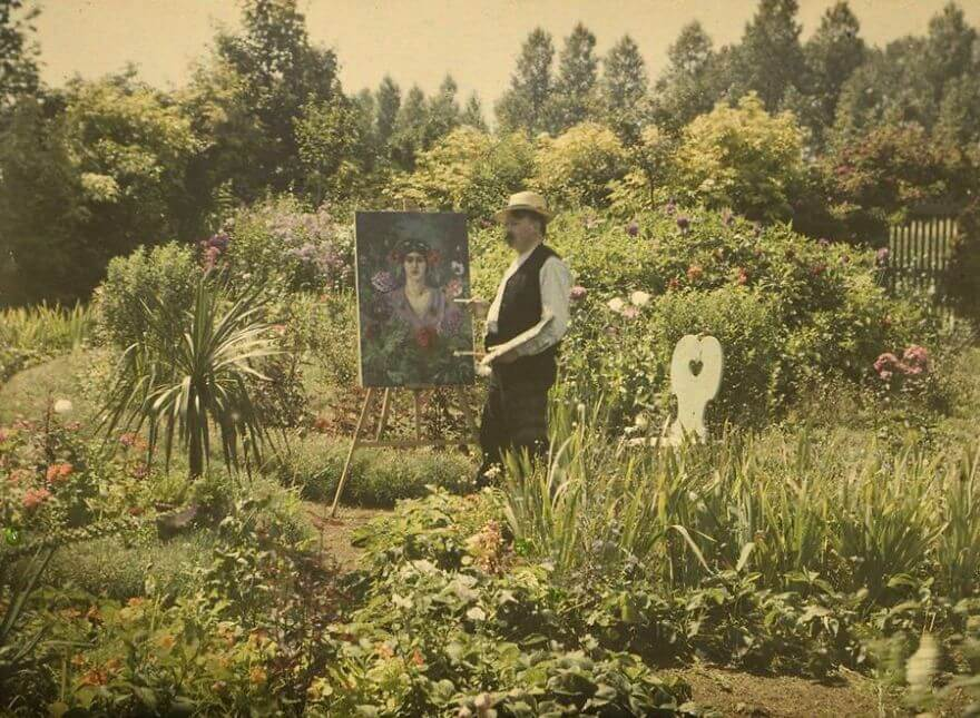 40 Old Color Pictures Show Our World A Century Ago - Van Besten Painting In His Garden, 1912