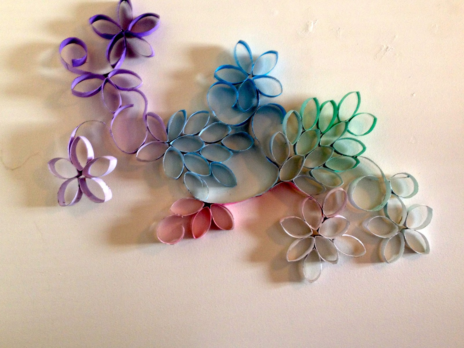 Diy Wall Flowers: Office Space Beauty: DIY: Flower Wall Decor