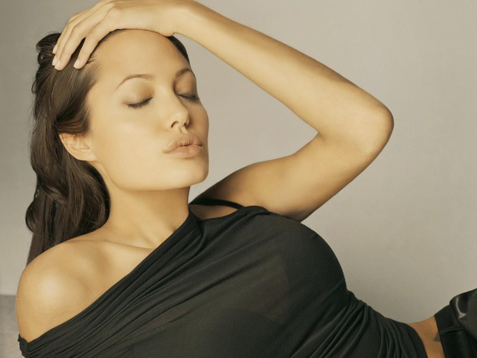 Angelina Jolie Hot Stills atoz hotphotos: angelina-jolie hot stills
