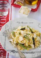 Fetuccine con gorgonzola y espárragos trigueros con polvo de chalotas