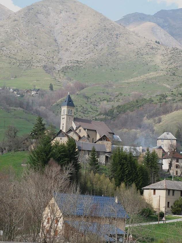 La Salette-Fallavaux: pequena aldeia nos contrafortes dos Alpes, na diocese de Grenoble (França)