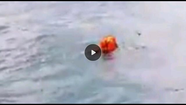 Video Pemancing Asal Malaysia Selamatkan 2 Warga Indonesia Yang Hanyut Diperairan Malaysia